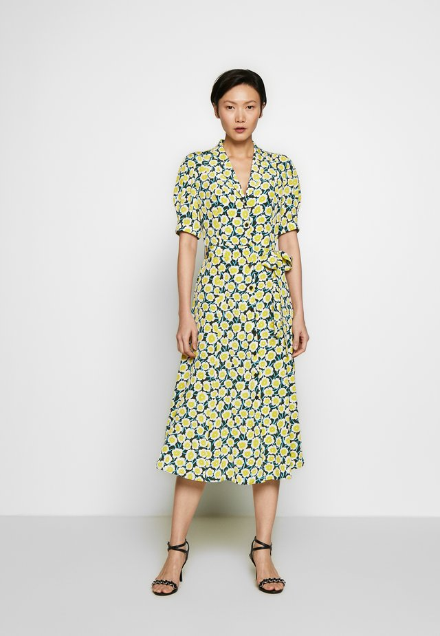 EXCLUSIVE DRESS - Skjortekjole - daisies canteen