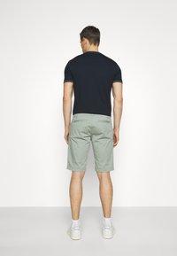 TOM TAILOR DENIM - Shorts - greyish shadow olive - 2