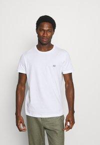 Tommy Hilfiger - MODERN ESSENTIALS PANELED TEE - Basic T-shirt - white - 0