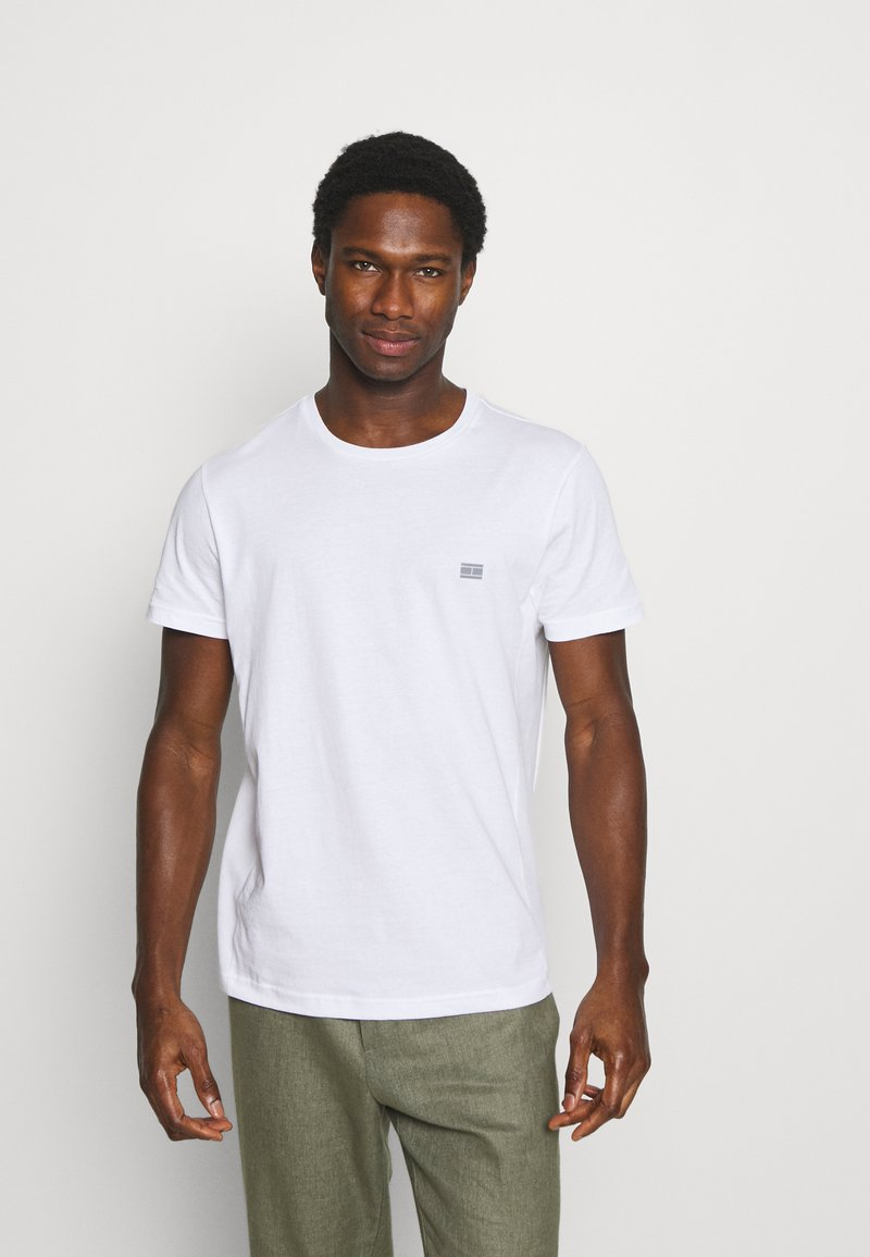 Tommy Hilfiger - MODERN ESSENTIALS PANELED TEE - Basic T-shirt - white