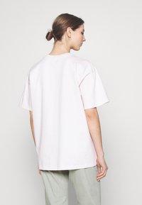 Levi's® - POKEMON TEE - Print T-shirt - ballerina - 2