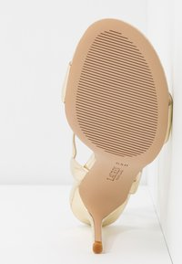 Lauren Ralph Lauren - METALLIC GWEN - Sandaler med høye hæler - pale gold - 6
