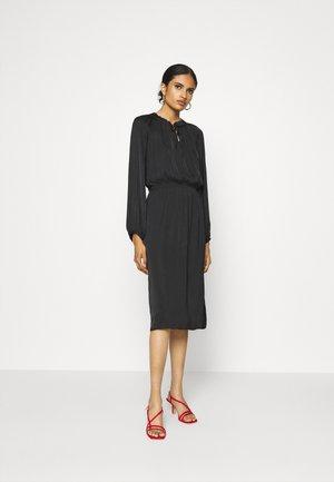 AMIA - Vestito lungo - black