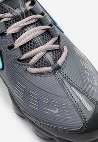 Nike Sportswear - AIR VAPORMAX 360 - Zapatillas - iron grey/enigma stone/metallic cool grey/black/anthracite - 7