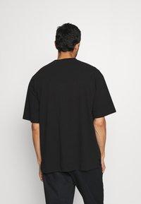 GAP - OVERSZED - T-shirt - bas - true black - 2