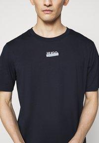 HUGO - DURNED - T-shirt imprimé - dark blue - 4