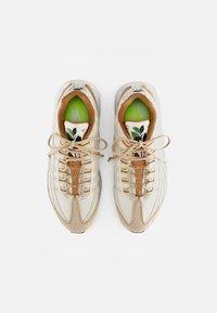 Nike Sportswear - NIKE AIR MAX 95 - Zapatillas - coconut milk/sienna-sesame-wheat-white-thunder blue - 3