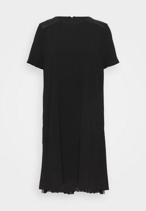 DRESS PLEATED BACK - Koktejlové šaty/ šaty na párty - black