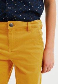 WE Fashion - Shorts - yellow - 2