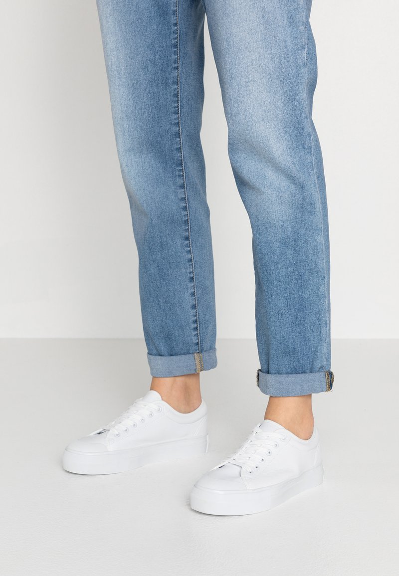 Vero Moda - VMSIMONE - Sneakers laag - snow white