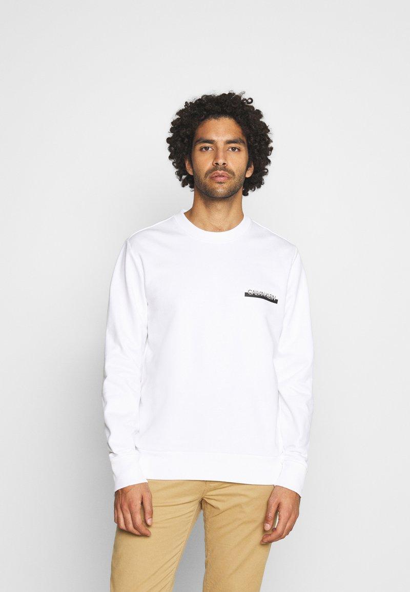 Calvin Klein - CHEST BOX LOGO - Sweatshirt - white