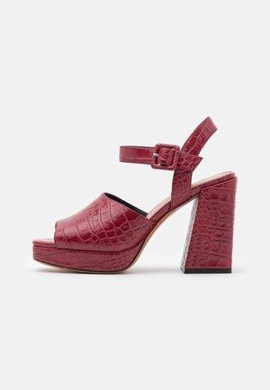 BREST - Sandály na vysokém podpatku - purple