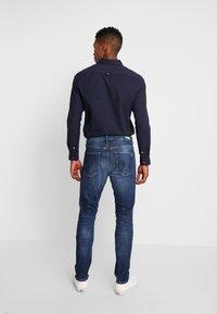 Tommy Jeans - STEVE SLIM TAPERED - Slim fit jeans - nassau dark blue - 2