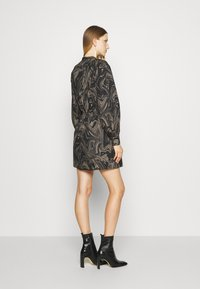 Bruuns Bazaar - ZAZZE DRESS ALINE - Denní šaty - marbell - 2
