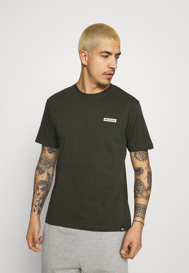 BOX TEE - T-shirt print - olive green