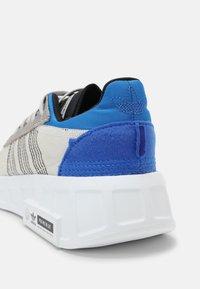 adidas Originals - GEODIVER PRIMEBLUE UNISEX - Trainers - grey one/white/core black - 4