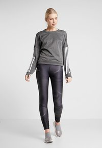 Under Armour - FLY FAST  - Legginsy - jet gray/reflective - 1