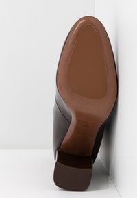 L'Autre Chose - High heeled ankle boots - dark brown - 6