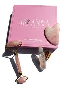 ARI ANWA Skincare - THE GLOW KIT ROSE - Skincare tool - - - 2