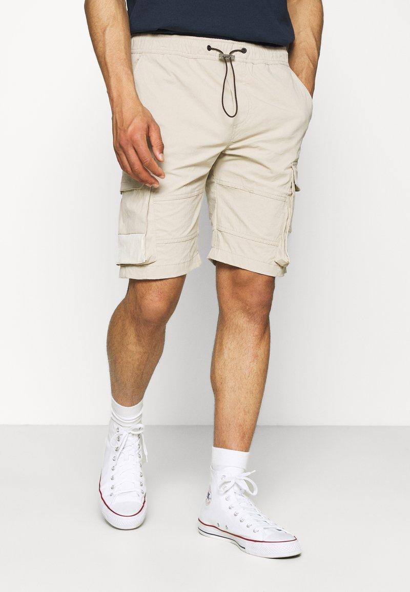 Jack & Jones - JJIROSS JJCARGO - Shorts - pure