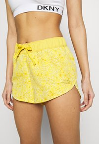 The North Face - WOMENS CLASS MINI - Sports shorts - bamboo yellow - 3