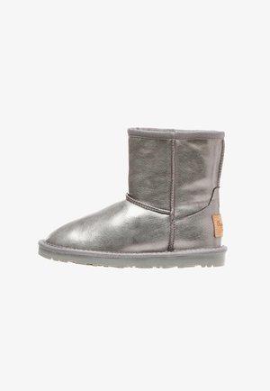METAL - Kotníkové boty - plata