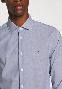Tommy Hilfiger Tailored - STRIPE CLASSIC SLIM - Formal shirt - blue - 5