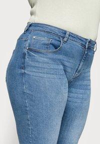 ONLY Carmakoma - CARHYSON LIFE GIRLFRIEND - Jeans Skinny Fit - medium blue denim - 3