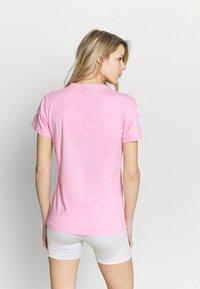 Hummel - GO WOMAN - T-shirts med print - candy - 2