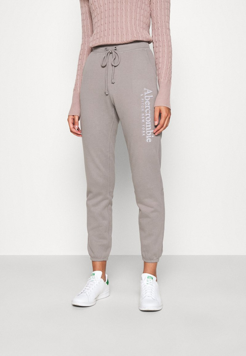 Abercrombie & Fitch - FALL TREND LOGO JOGGER - Tracksuit bottoms - grey