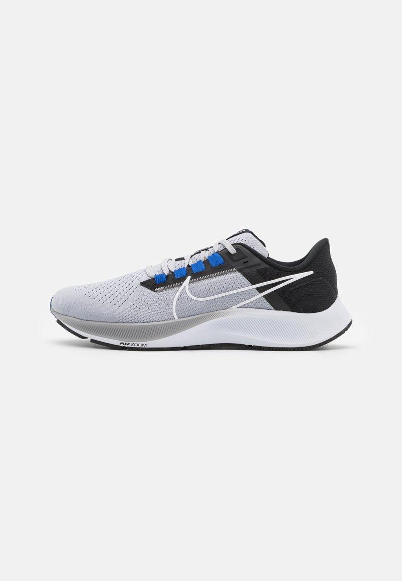 Nike Performance - AIR ZOOM PEGASUS 38 - Neutrala löparskor - wolf grey/white/black/hyper royal/particle grey