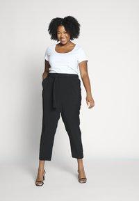 Anna Field Curvy - Basic T-shirt - black, white - 1