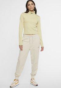 Nike Sportswear - Long sleeved top - tea tree mist - 1