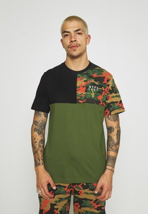 CAMO PIECED TEE UNISEX - Print T-shirt - olive