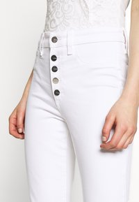 Joe's Jeans - THE CHARLIE ANKLE BUTTONFLY CUT - Jeans Skinny Fit - white - 4