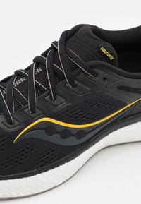 Saucony - HURRICANE 23 - Stabilty running shoes - black/gold - 5