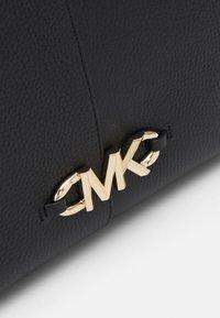 MICHAEL Michael Kors - IZZY FAN TOTE SET - Handbag - black - 5