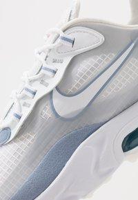 Nike Sportswear - AIR MAX 270 REACT SE - Trainers - white/pure platinum/indigo fog/hyper crimson - 5