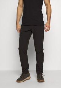 Salomon - WAYFARER AS TAPERED PANT - Pantalon classique - black - 0