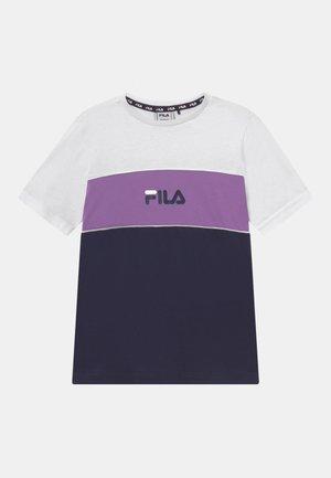 BETTY BASIC BLOCKED TEE UNISEX - T-shirts med print - black iris/bright white/amethyst orchid