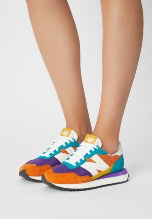 WS237 - Trainers - vintage orange