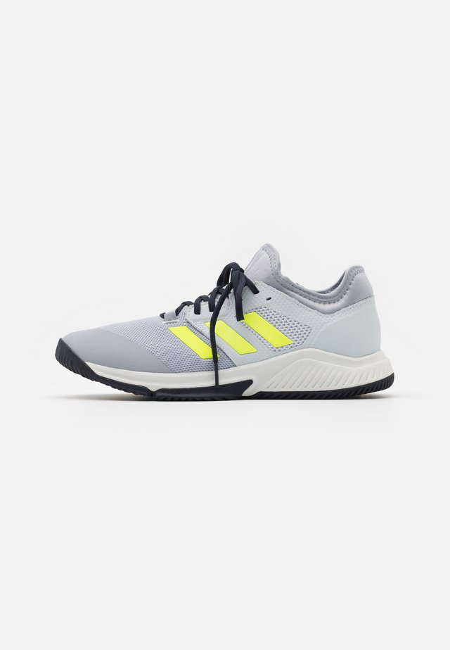 COURT TEAM BOUNCE INDOOR SHOES - Zapatillas de balonmano - half silver/hi-res yellow/half blue
