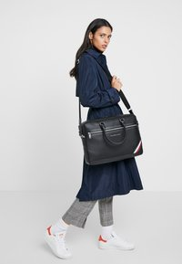 Tommy Hilfiger - DOWNTOWN COMPUTER BAG - Taška na laptop - black - 5