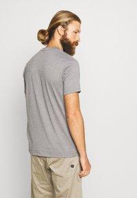 Peak Performance - EXPLORE TEE STRIPE  - Print T-shirt - grey melange - 2