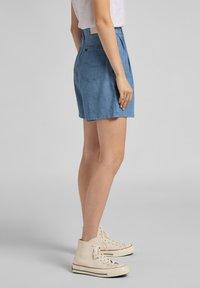 Lee - STELLA - Denim shorts - light linnen - 3