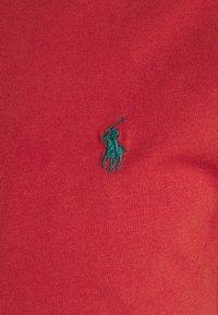 Polo Ralph Lauren - CUSTOM SLIM FIT JERSEY CREWNECK T-SHIRT - Jednoduché triko - chili pepper - 2