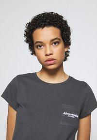 Abercrombie & Fitch - ITALICS LOGO TEE - Print T-shirt - black - 3
