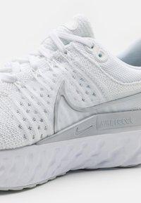 Nike Performance - REACT INFINITY RUN FK 2 - Neutral running shoes - white/metallic silver/pure platinum - 5