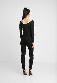 NA-KD - Pamela Reif x NA-KD BARDOT WRAP FRONT CROP - Long sleeved top - black - 2