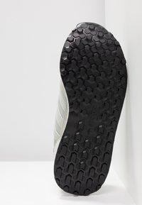 adidas Originals - FOREST GROVE - Baskets basses - ash silver/clear orange - 6
